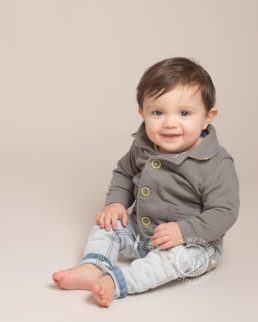 children & baby photography poole dorset, one year old boy sitting and smiling