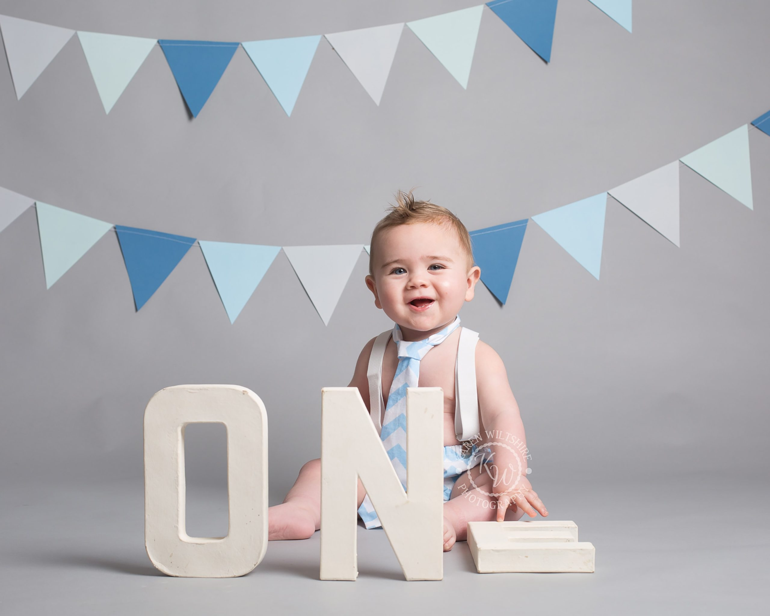 Baby hold letters ONE for photo
