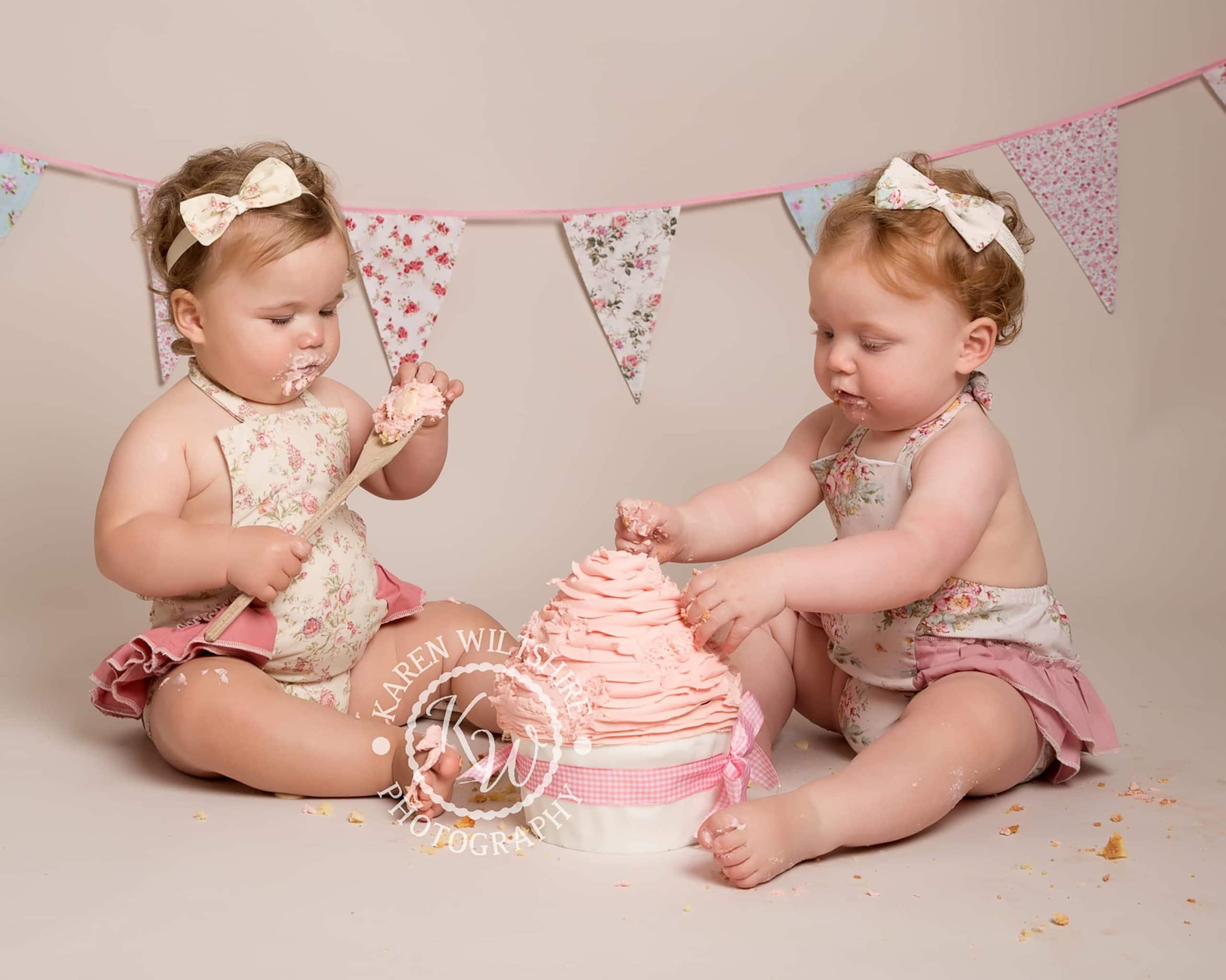twin girl cake smash photo shoot